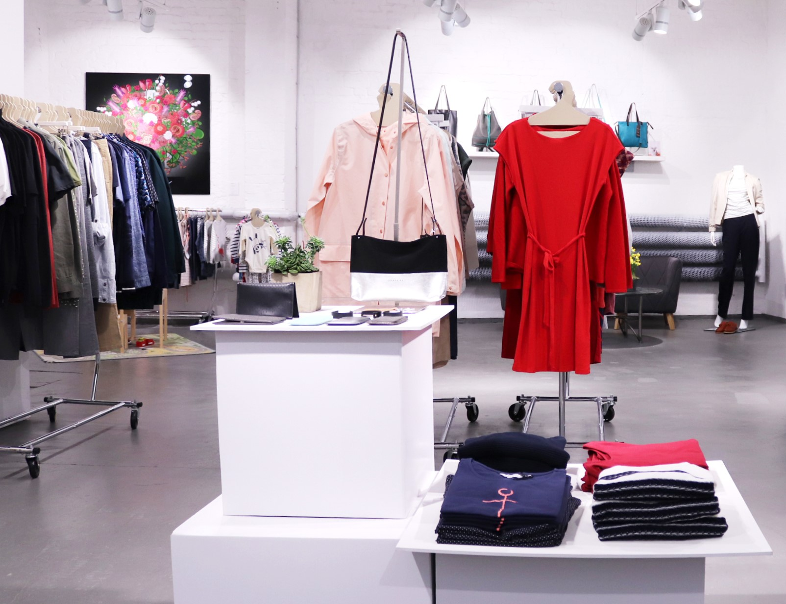 https://buygoodstuff.de/wp-content/uploads/2019/01/Bild-1b-roberta_organic_fashion_eingang.jpg